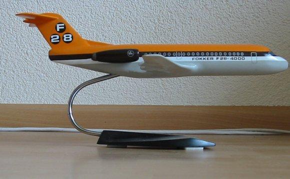 Vliegtuigmodel_F28.JPG