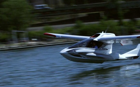 Taking flight in the Icon A5