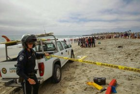 [DGO] Plane Crashes, Flips Onto Carlsbad Beach